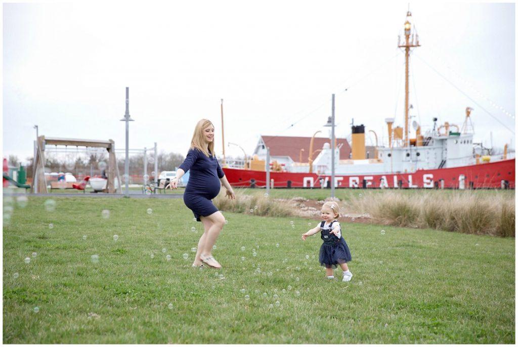 Light ship overfalls maternity photos